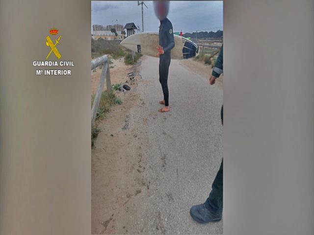 denunciado haciendo surf en Guardamar