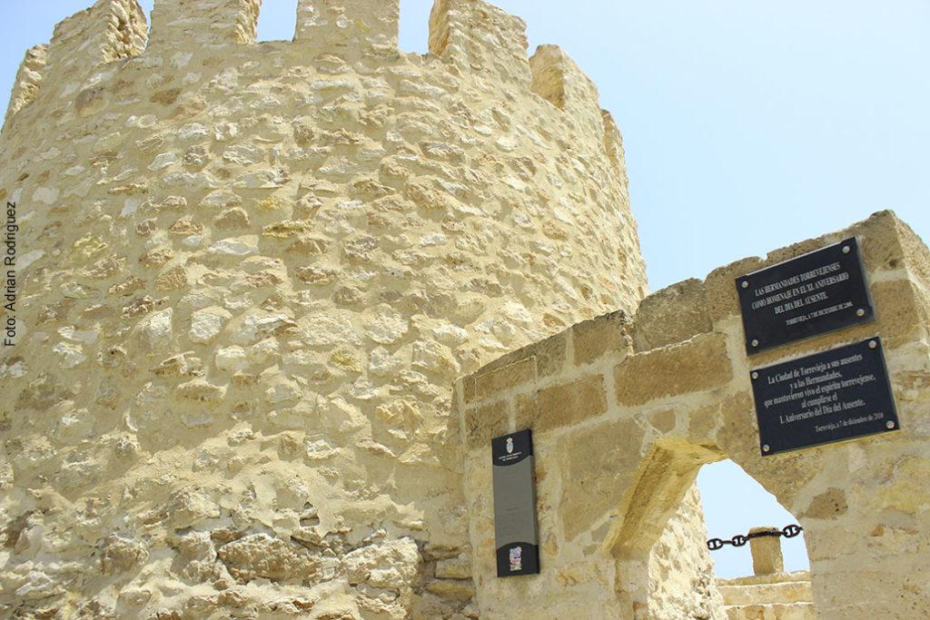 La Torre del Moro exhibiendo su Certamen de Escultura.