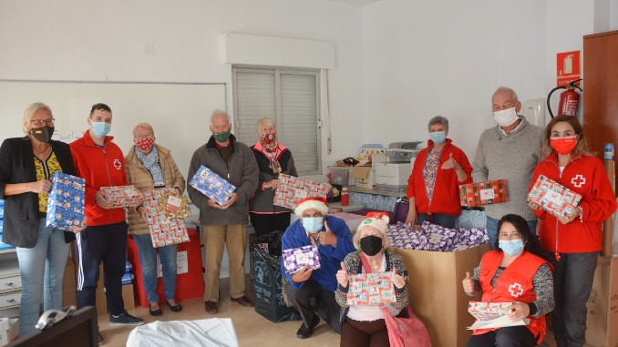 Local Lodges give shoeboxes to Cruz Roja Torrevieja